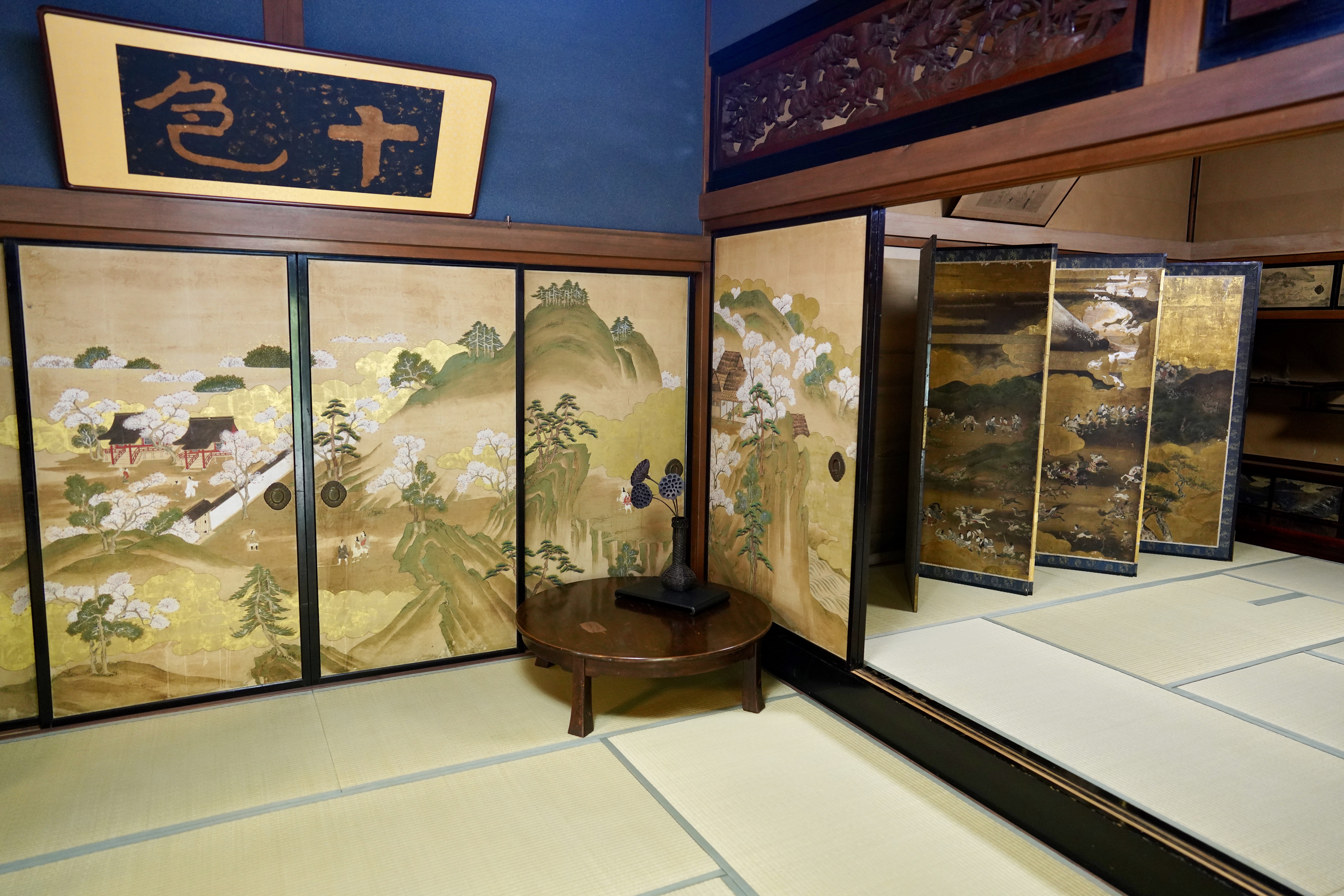 The interior of Ide Jyozo's 300-year-old home is richly decorated with stunning works of art from the Edo period.